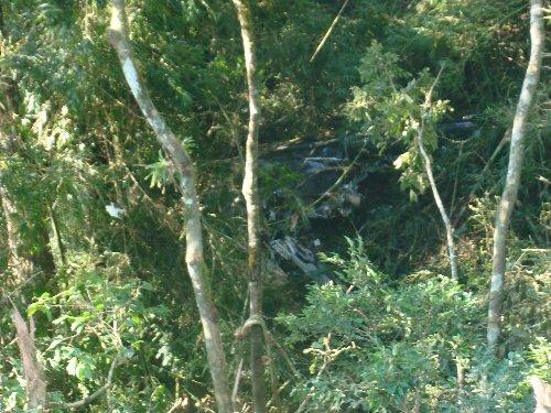 A Polícia Militar de Santa Catarina já encontrou os corpos dos três ocupantes do helicóptero de uma empresa de Jaraguá do Sul, norte do Estado, que caiu durante voo entre aquele município e o aeroporto de Navegantes, no litoral