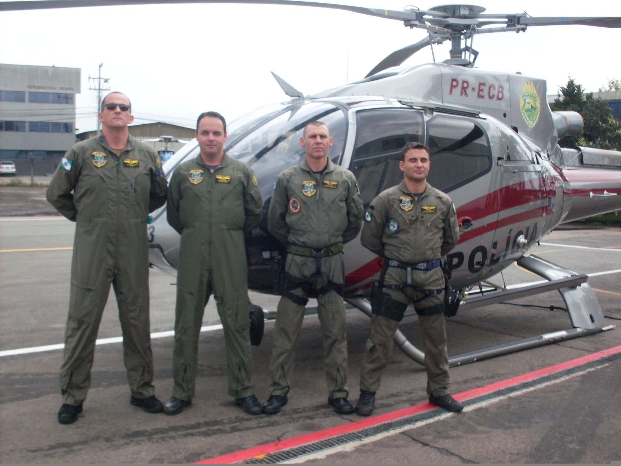 A Polícia Militar do Paraná enviou uma aeronave e quatro tripulantes do Grupamento Aéreo (Graer) para ajudar no resgate e socorro das vítimas das enchentes em Santa Catarina.