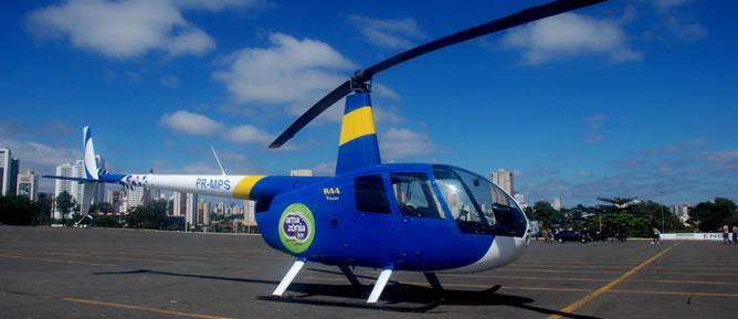 R44 PR-MPS - Equipe do Graer de Goiás apreendeu  um helicóptero que realizava vôos panorâmicos no estacionamento do Estádio Serra Dourada, sem permissão da Base Aérea de Anápolis.