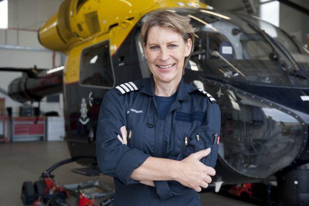 Com a vantagem da visão privilegiada de seu helicóptero, a piloto policial Kathryn Chapman conseguiu visualizar um desastre em curso.