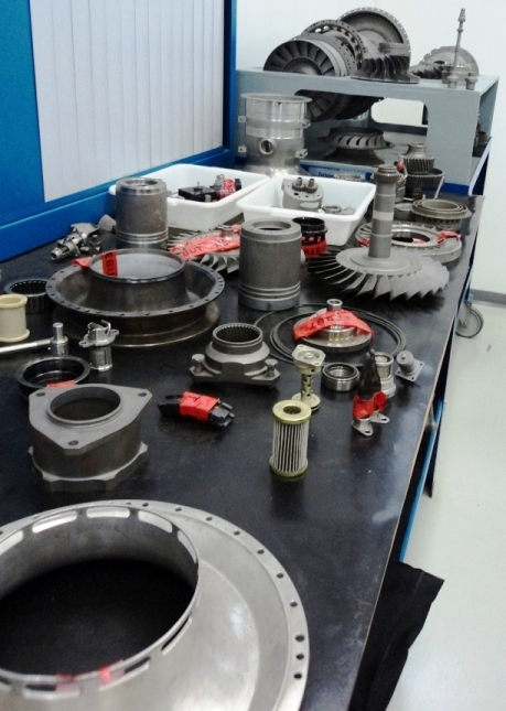 Algumas peças de um motor Arriel - Turbomenca