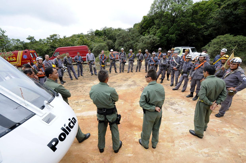 PMs e Bombeiros trocam informações sobre salvamento