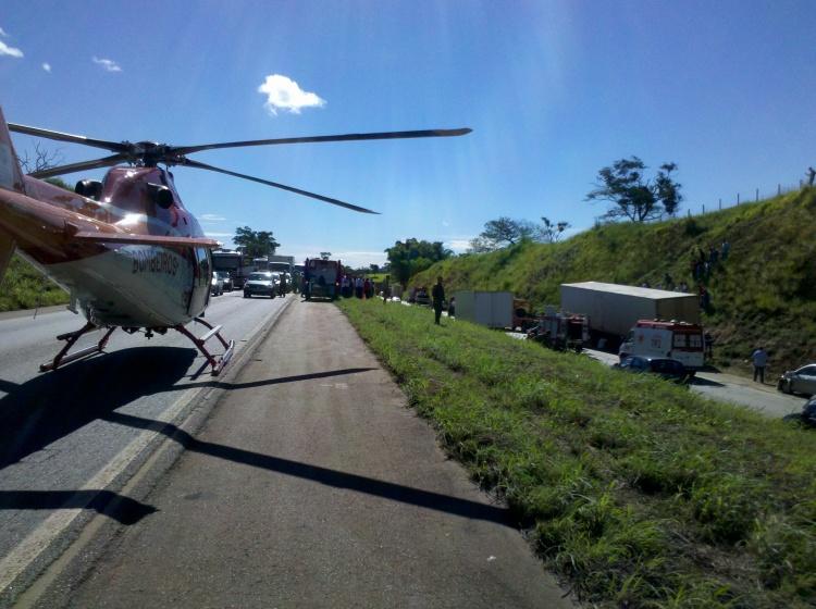 Helicóptero Bombeiro 01 durante ocorrência na BR-060