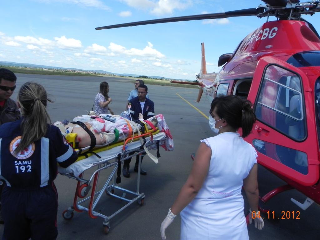 A vítima que incialmente foi atendida pelo SAMU/Caldas Novas, foi atropelada por um caminhão e encontrava-se em estado critico, pois sofreu um TCE grave além de um importante trauma de face.