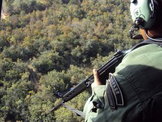 O helicóptero Águia 04 realizou patrulhamento na rodovia MT 070 que liga as cidades de Cuiabá e Chapada dos Guimarães, com vista a evitar a incidência de sinistros frente a grande circulação de veículos por aquela via com o final do feriado da Semana Santa.