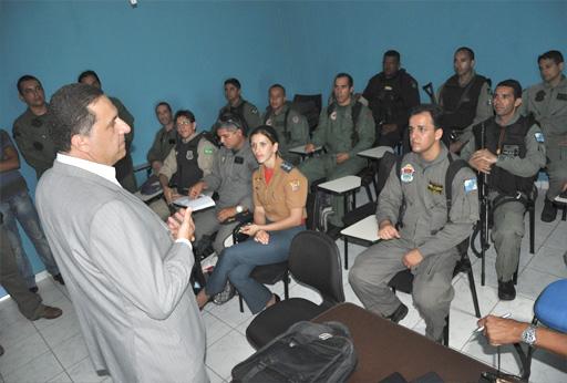 Secretário da Defesa Social, Dário Cesar com as tripulações.