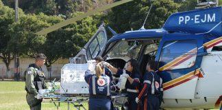 criança foi acompanhada por uma equipe de profissionais de saúde e chegou bem ao hospital de Carangola