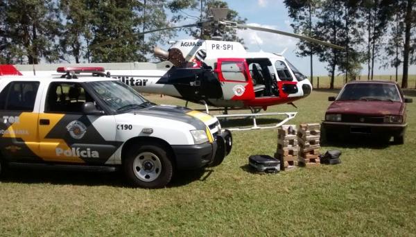 Operação da Polícia Militar Rodoviária teve apoio do helicóptero Águia, em rodovia da região, com apreensão de droga e veículo usado no tráfico (Foto: Cedida/Polícia Rodoviária).