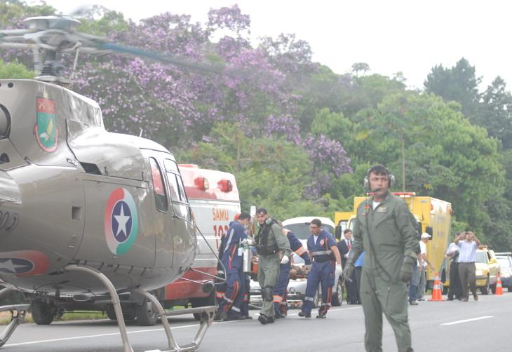Resgate aeormédico na BR-101. Copiloto sempre alerta ! - Foto : Rogério da Silva