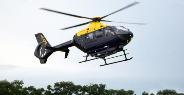 Precisa-se de pilotos para esse helicóptero. Topa ?
