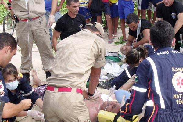 Equipes do Samu e Bombeiros se esforçam para reanimar a vítima, mas não conseguiram