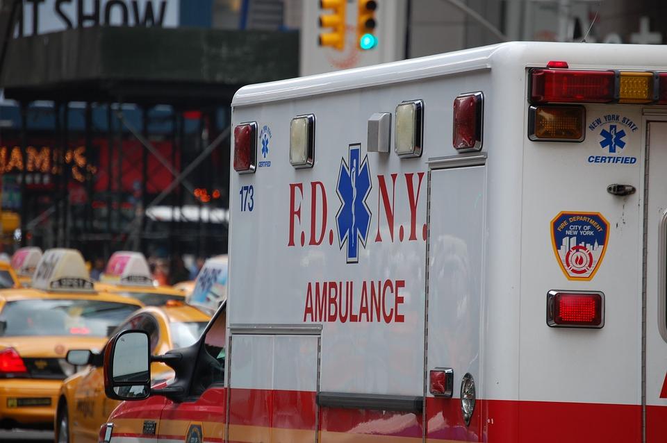ambulance-2554653_960_720
