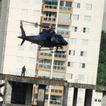 Helicóptero da PM usou prédio abandonado na Av. Araguaia como heliporto. Foto: Ana Paula Polim.