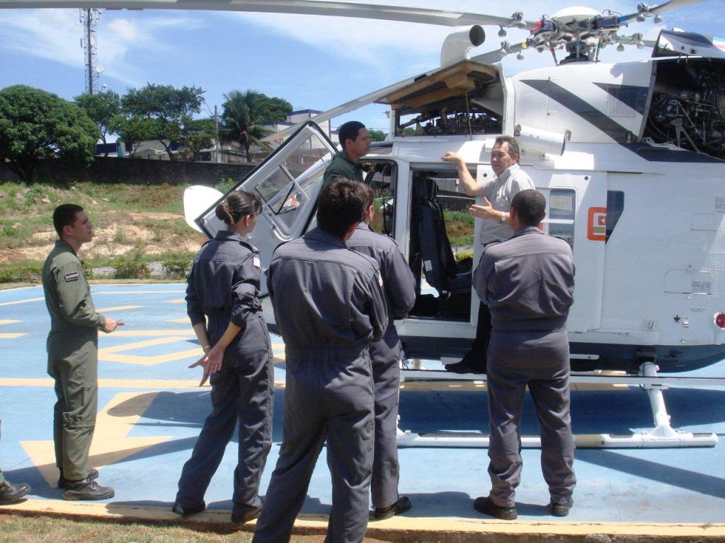 Piloto do NOTAer/ES realizam ground school do BK 117 C-1