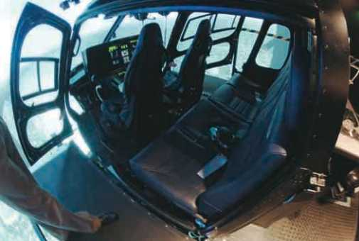 Simulador equipado com a cabine completa do AS350, podendo efetuar o treinamento conjunto de toda tripulação, incluindo piloto, copiloto/TFO e tripulantes. Foto: Alex Mena Barreto