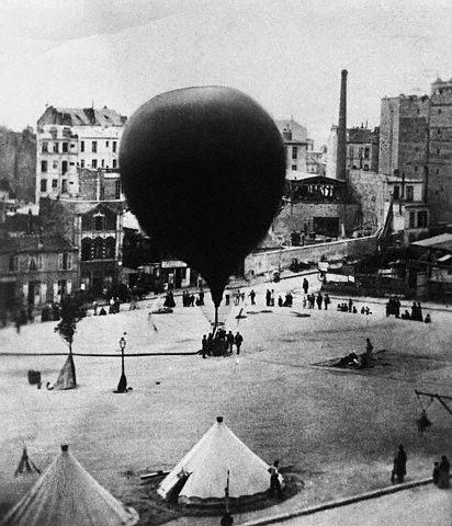 Balão utilizado na Guerra Franco-Prussiana ( 1870 - 1871 ): Forças Napoleônicas.Praça de St. Pierre.