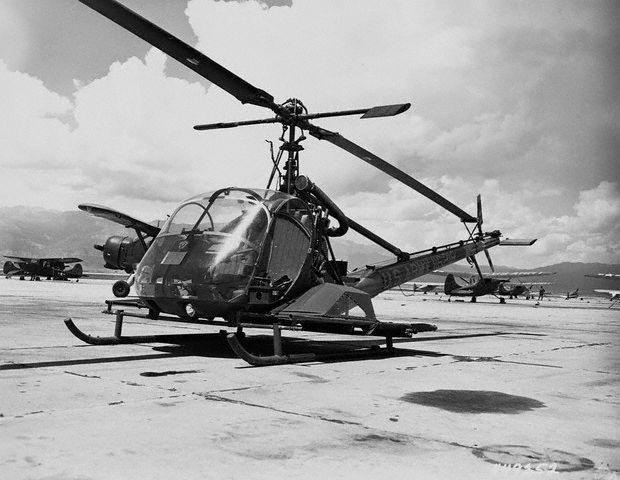 Coréia - Modelo de helicóptero com maca lateral externa.
