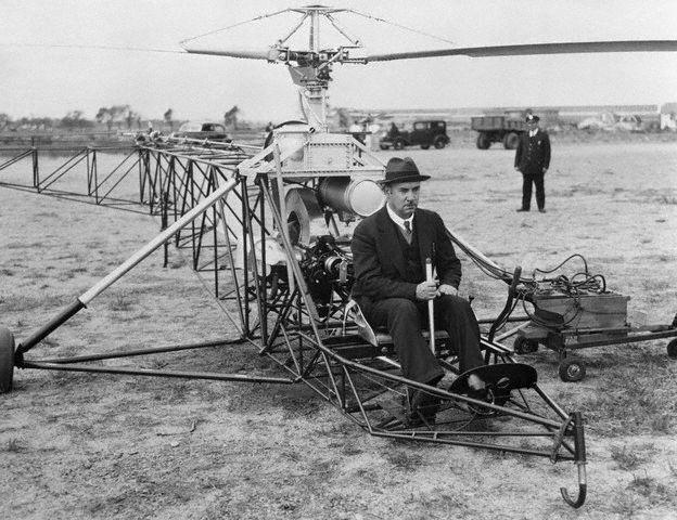 Igor Sikorsky testando seu primeiro modelo de helicóptero.