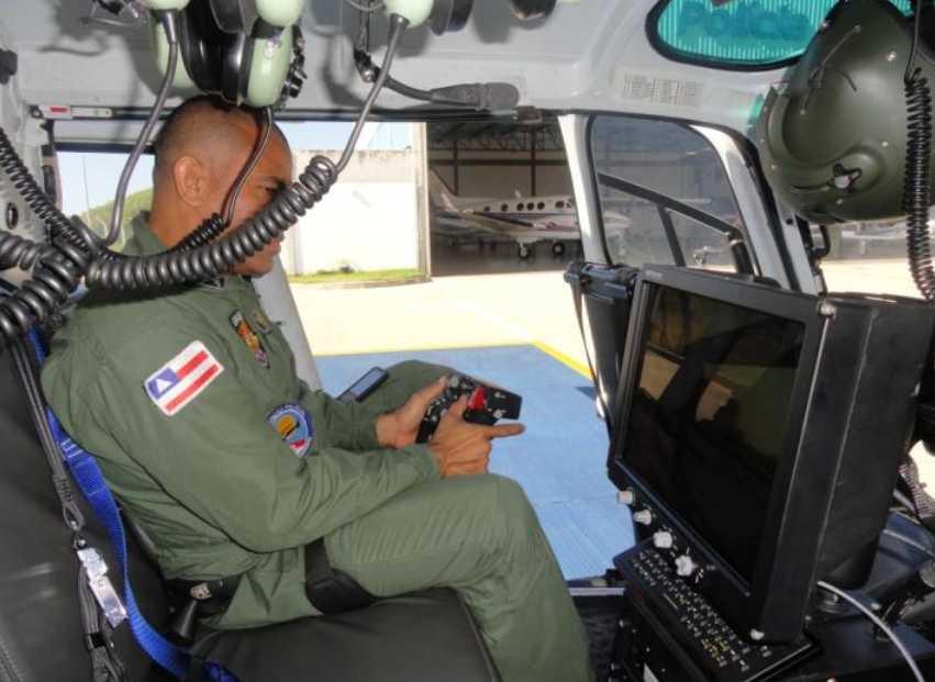 Sgt PM Mamédio realizando testes de monitoramento através do helicóptero