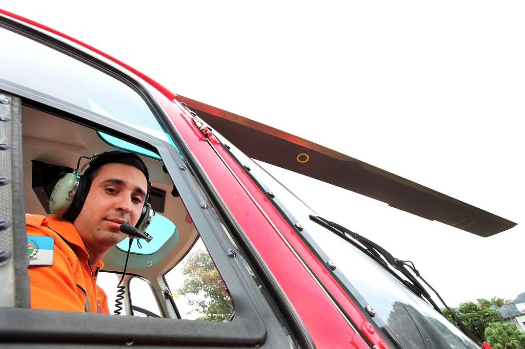 Corpo de Bombeiros realiza curso para piloto de helicóptero. Capitão, Alessandro Rosa de Carvalho. Foto: Clarice Castro