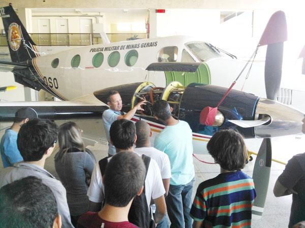 Alunos da FUMEC visitam hangar da Polícia Militar