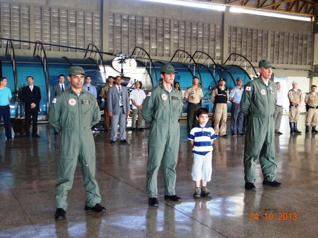 A solenidade foi finalizada com a apresentação de três novos comandantes de aeronaves que cumpriram rígidas exigências no tocante às habilidades, habilitações e experiência de voo para operação da aeronave.