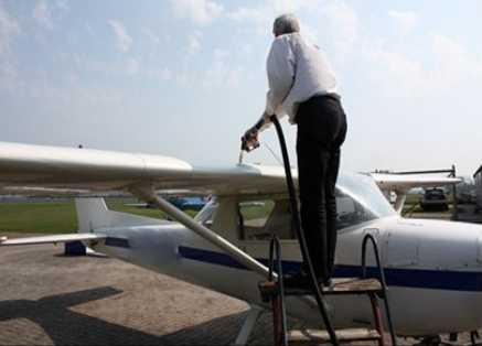Cuidados com combustíveis e lubrificantes na aviação