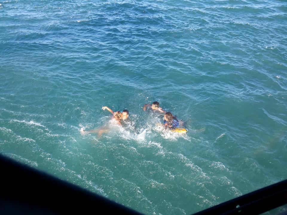 Náufragos são resgatados na Barra de São Miguel, em Alagoas