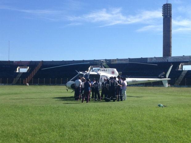 Profissionais fazem treinamento para trabalhar no helicóptero do SAMU, em Cascavel-PR