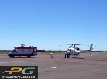 Transferência foi feita com auxílio do helicóptero do Samu. (Foto: Raquel Moraes / RPC TV)
