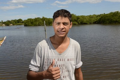 Fernando dos Santos salvo pelo resgate aéreo.  Foto: Arnaldo Alves/ANPr