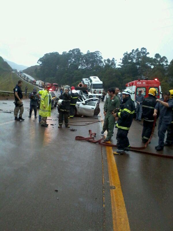 BOA/CBMMG: Apoio a acidente durante forte chuva