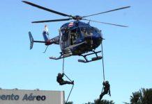 """Treinamento de tropa COE – BPChq na execução do """"Fast-roping"""". Foto: Cap PMBA Rogério Aragão. 2014"""