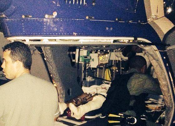 Transporte aeromédico do PM. Foto: Maj PMBA Alexandre Augusto. 2014