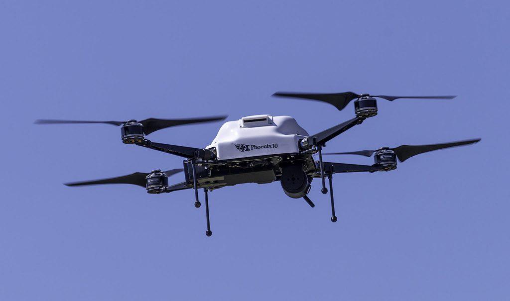O Phoenix 30 quadracóptero é um dos aviões teleguiados sendo comercializados... (Baltimore Sun)