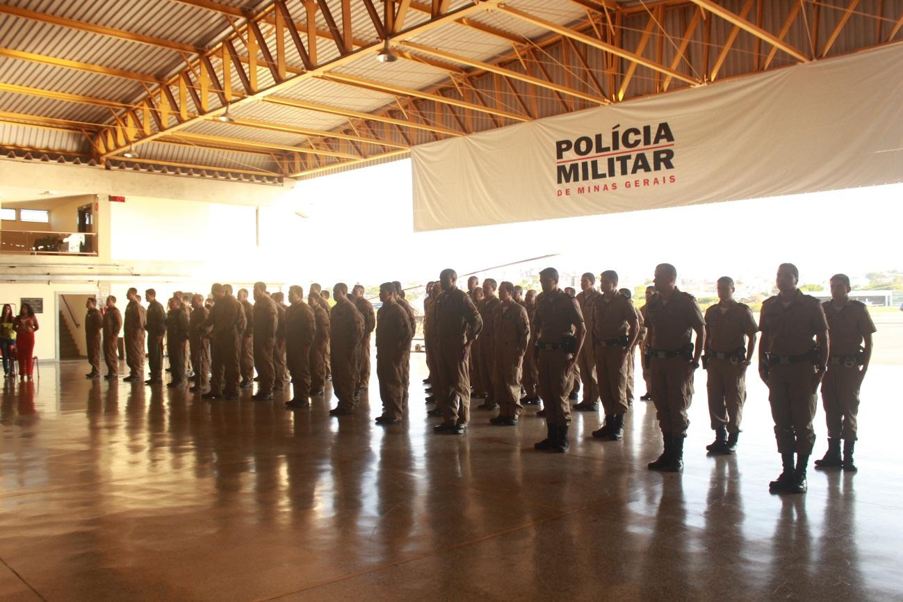 Foto  Tropa formada para a solenidade em comemoração ao dia do Policial  Militar Aviador. 2f7c6ed73fa