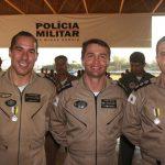 Foto: o Ten Cel Ledwan Salgado Cotta, ladeado a esquerda da foto pelo Maj Edesio Amorim e a direita pelo Maj Didier Sampaio, oficiais agraciados com a Medalha de Mérito Militar Grau Prata.