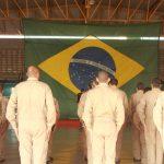Foto: tropa do Batalhão de Radiopatrulhamento Aéreo formada durante a execução do Hino Nacional Brasileiro