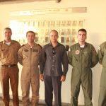 Foto: da Esquerda para a direita, Ten Cel Rodrigo Rodrigues, Ten Cel Ledwan Salgado Cotta, e os dois novos Comandantes de Aeronaves após o descerramento de suas fotos na Galeria dos Comandantes de Aeronaves.