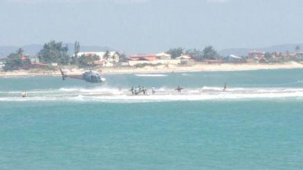 Barco de pesca com três pessoas vira no rio Ceará