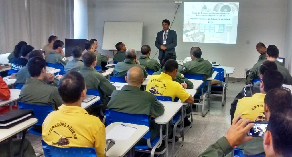 Cel PMGO MAuro Douglas Ribeiro, Assessor de Aviação da SENASP/MJ, durante a abertura do curso