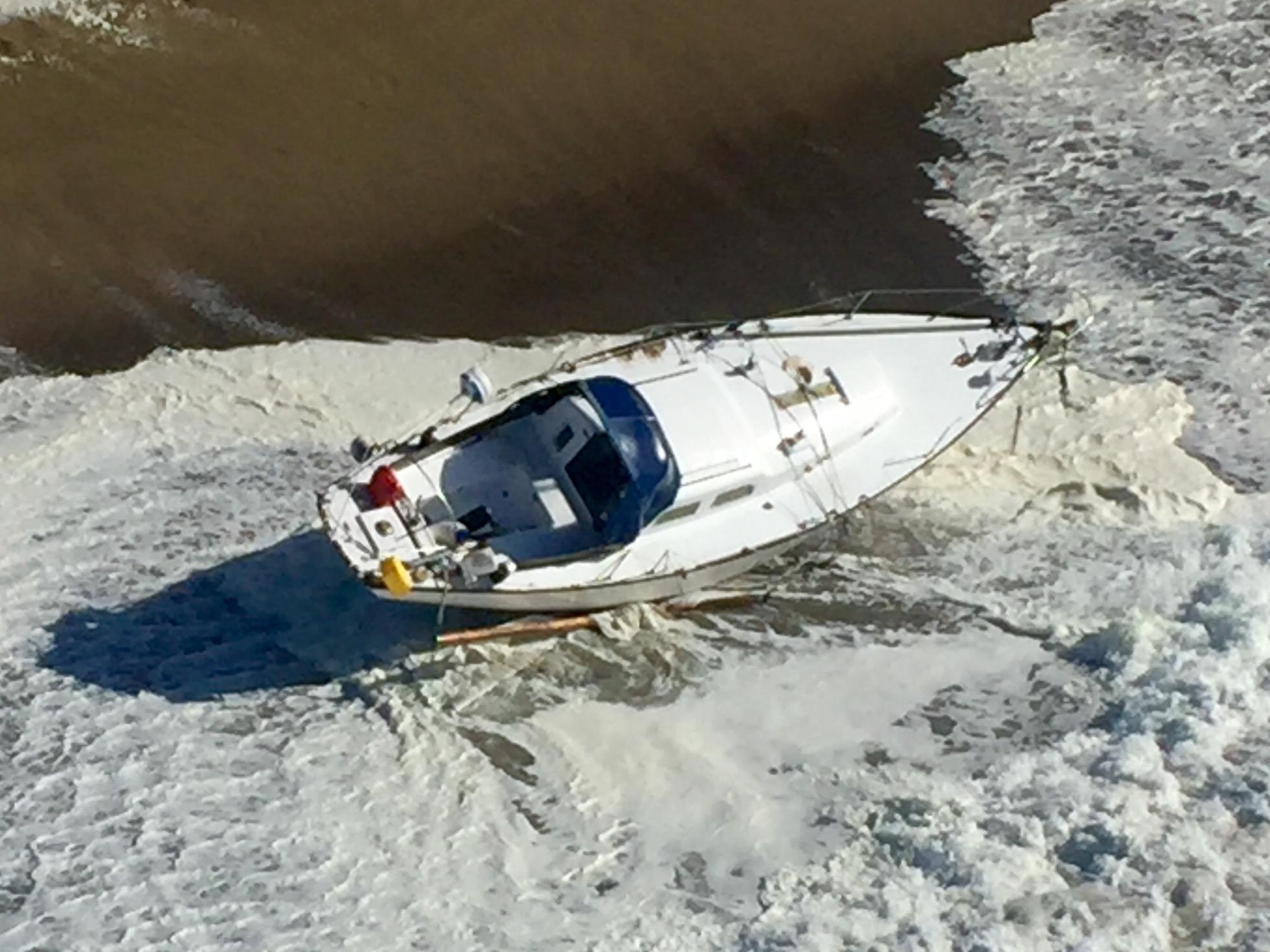 Sailboat_rescue_10_mile_beach