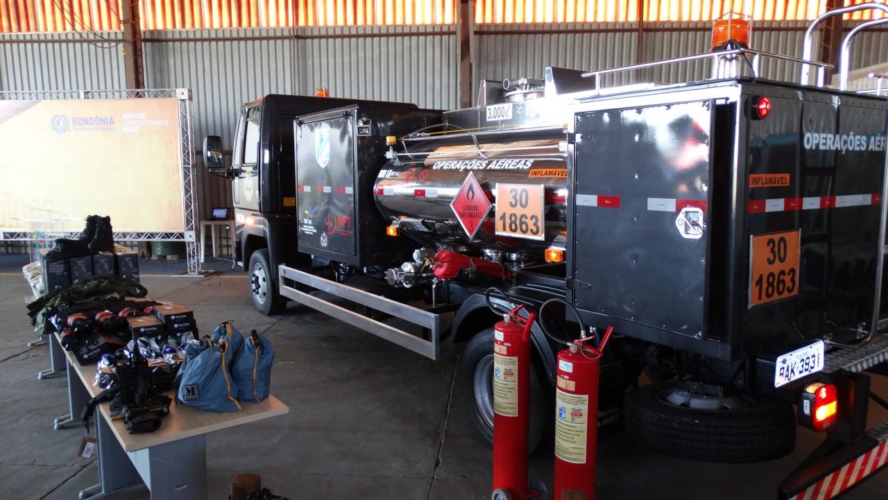Núcleo de Operações Aéreas recebe caminhão tanque abastecedor e novos equipamentos de segurança