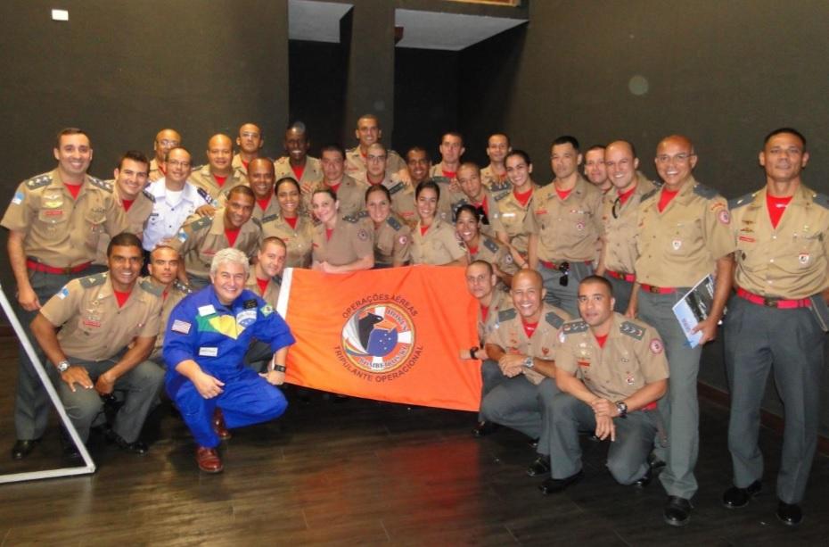Astronauta Marcos Pontes com alunos e instrutores do CTO/Saúde/2016