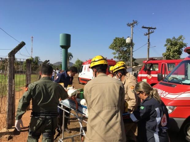 BM de Palmeiras de Goiás e helicóptero Bombeiro 1 socorrem vítimas de capotamento