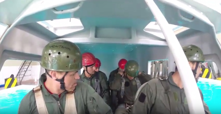 Pilotos da Receita fazem treinamento para situações de emergências em helicópteros