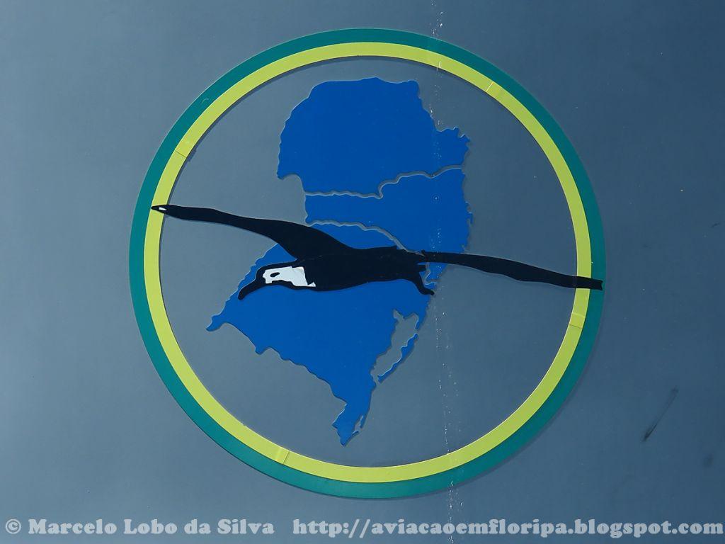 As aeronaves do HU-5 levam na carenagem do motor, um emblema circular com um albatroz sobreposto aos três Estados do Sul do Brasil, área de atuação da Unidade Aérea.