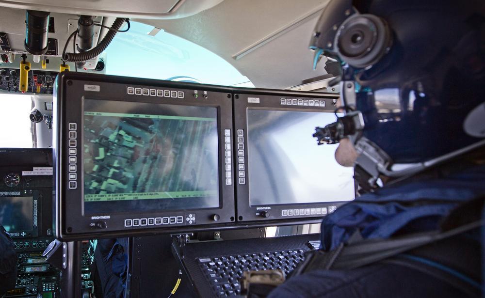 O helicóptero Dauphin possuialta tecnologia, mas não é suficientemente ágil. Pic Ben Crabtree/The West Australian.
