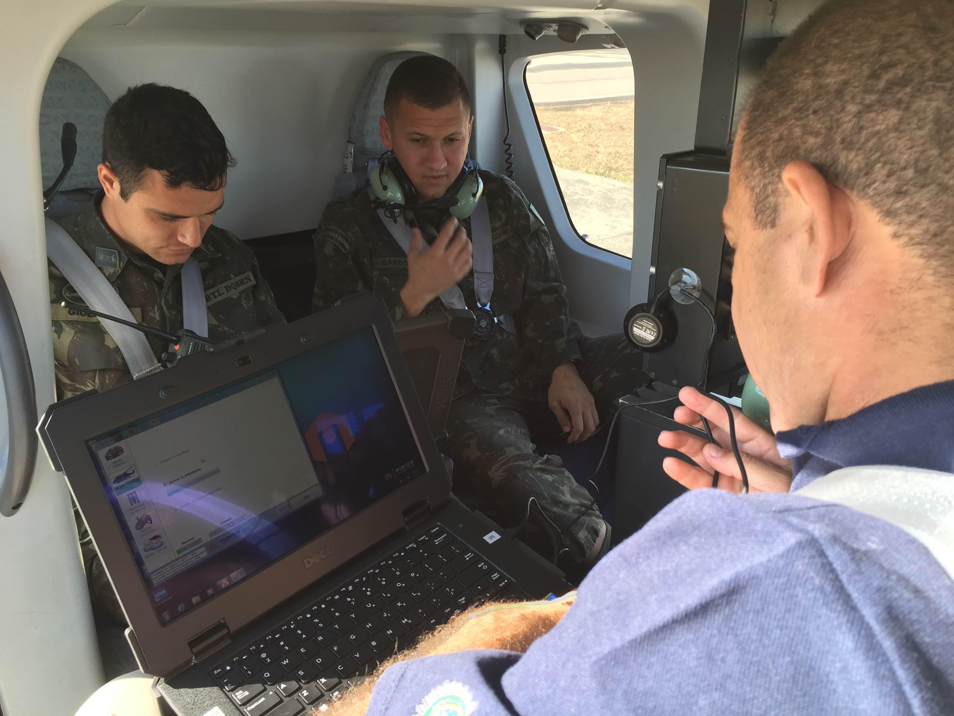 militares do Btl DQBRN e pesquisadores do CTEx