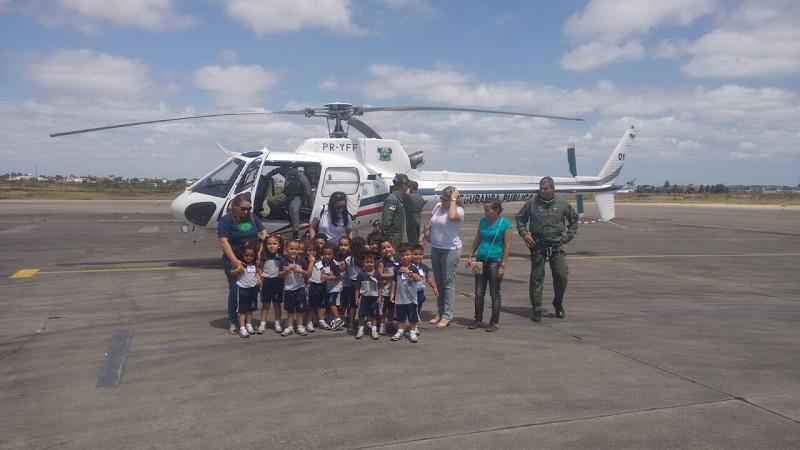 Estudantes visitam o Centro Integrado de Operações Aéreas da Sesed